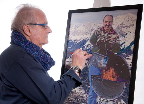 Herbert Bauer bei der Übermalung der Fotografie von Johann Lafer