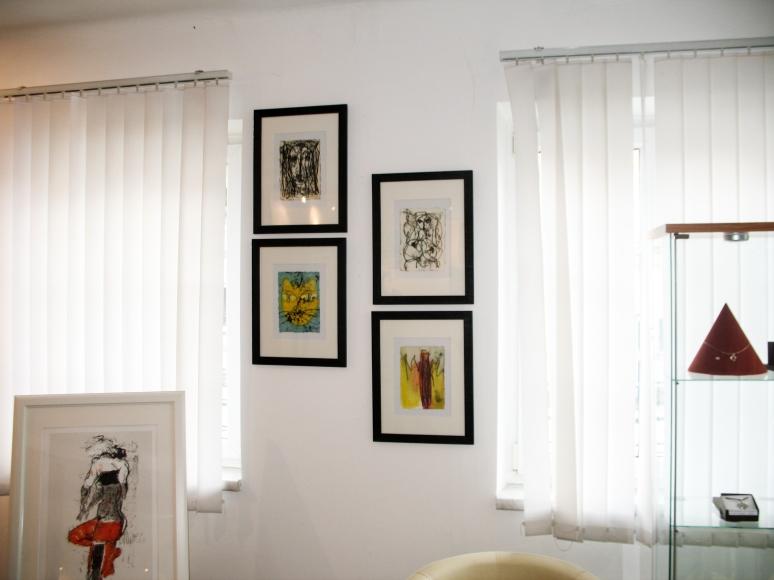 Impression aus der Ausstellung GASTSPIEL, Galerie am Färberbach, Steinbach an der Steyr,  v. li. - MICHAEL UNTERLUGGAUER, HANNES NEUHOLD (4 Bilder an der Wand)