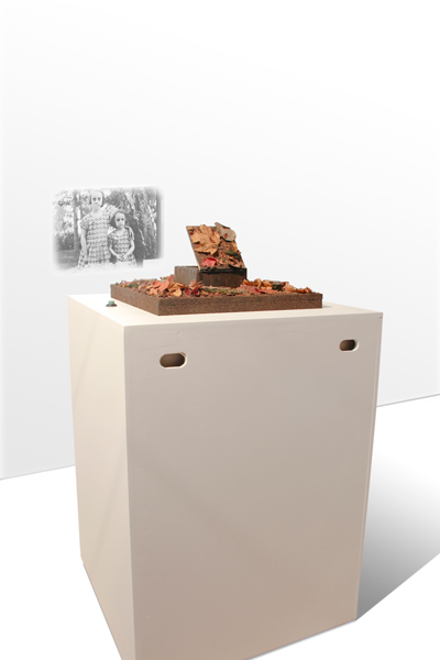 Glen Farley, SECRETS II, kineticsculpture, 80 x 60 x 260 cm, 2012 (view 1)